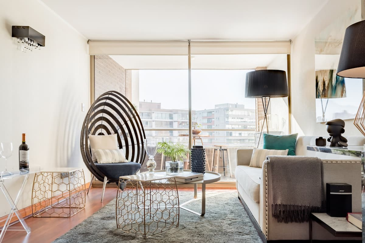 Stroll to High-End Boutiques From Las Condes Apartment