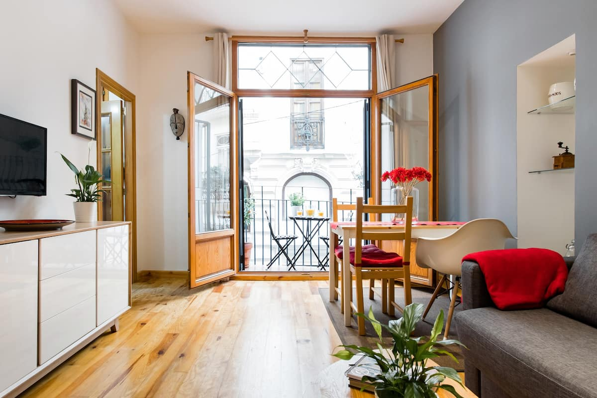 Radiant Apartment with a Balcony near Mercat Central