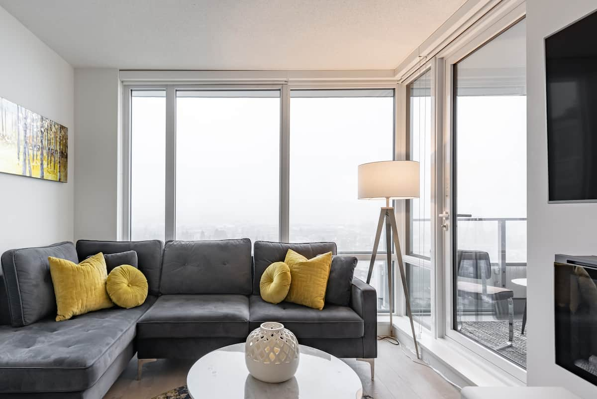 North Vancouver Serviced Apartment near Mountains