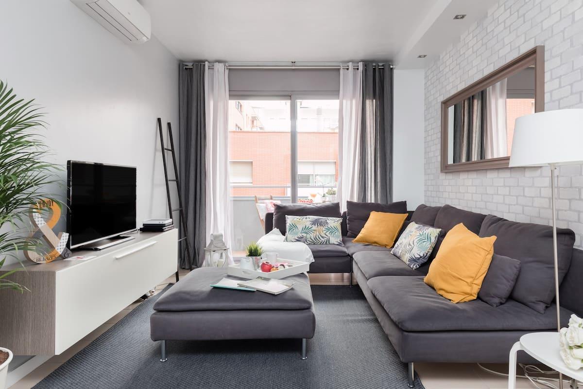 Modern, Sunny, Family-Friendly Beach Apartment