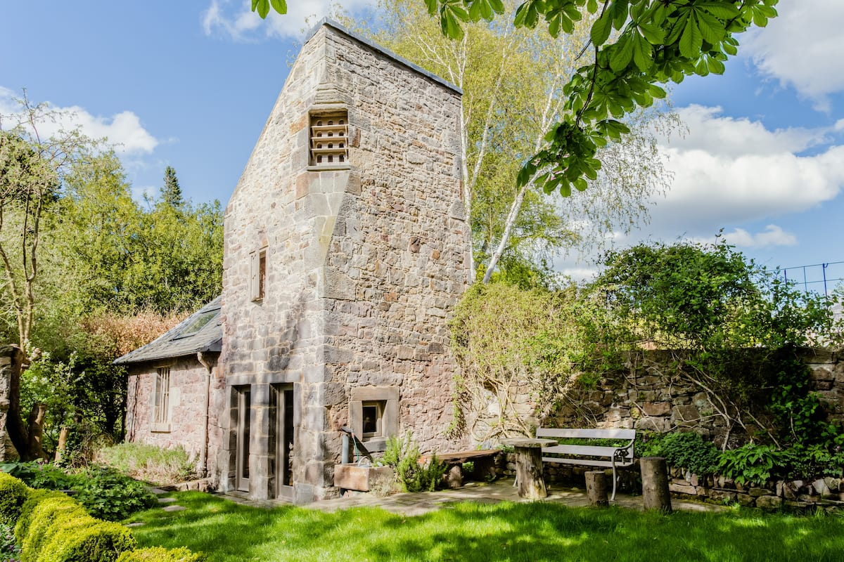 Enchanting 16th Century Dovecot Cottage in Private Garden.