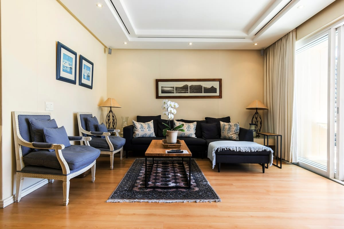 Soak Up the Vibe in Secure, Luxurious Waterfront Apartment.