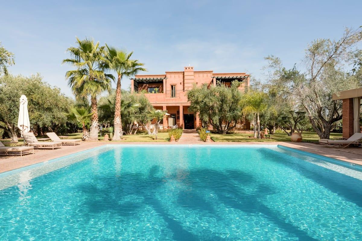 Domaine Dar Layyina avec personnel, piscine chauffée, spa, tennis et pétanque