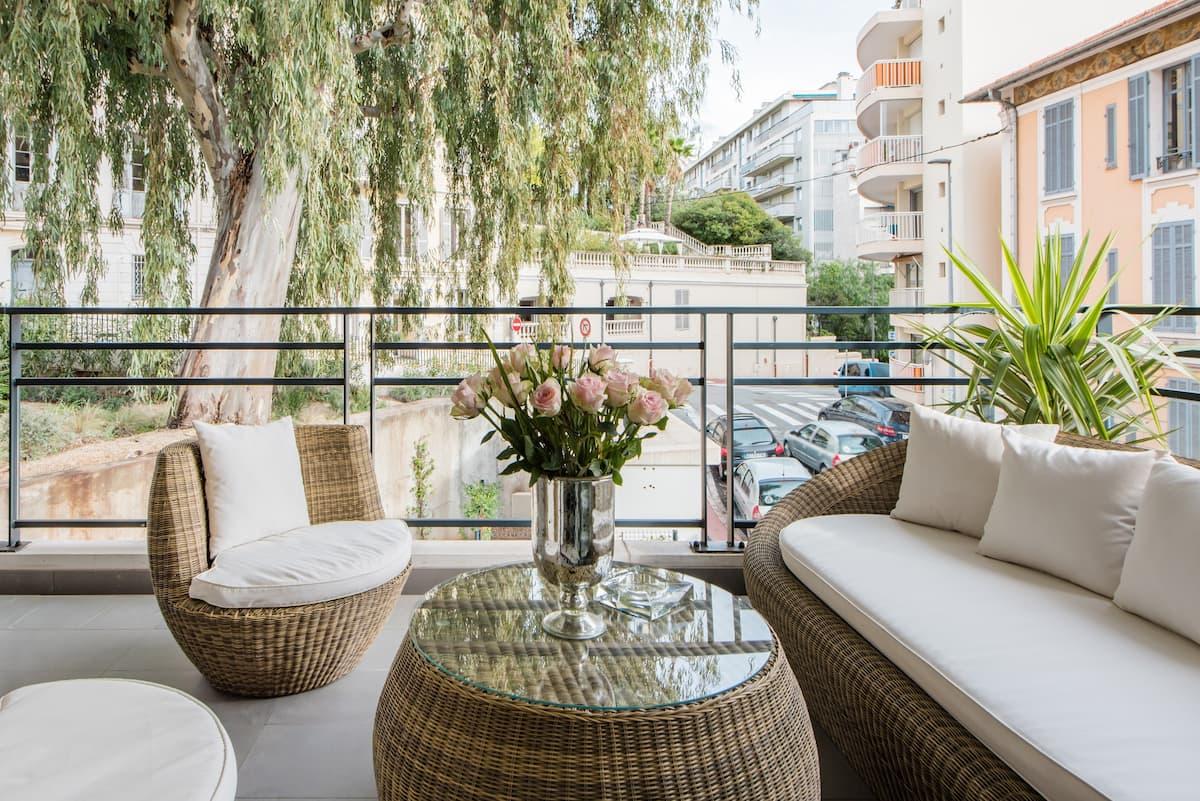 Luxueux appartement proche de la Croisette avec grande terrasse aménagée