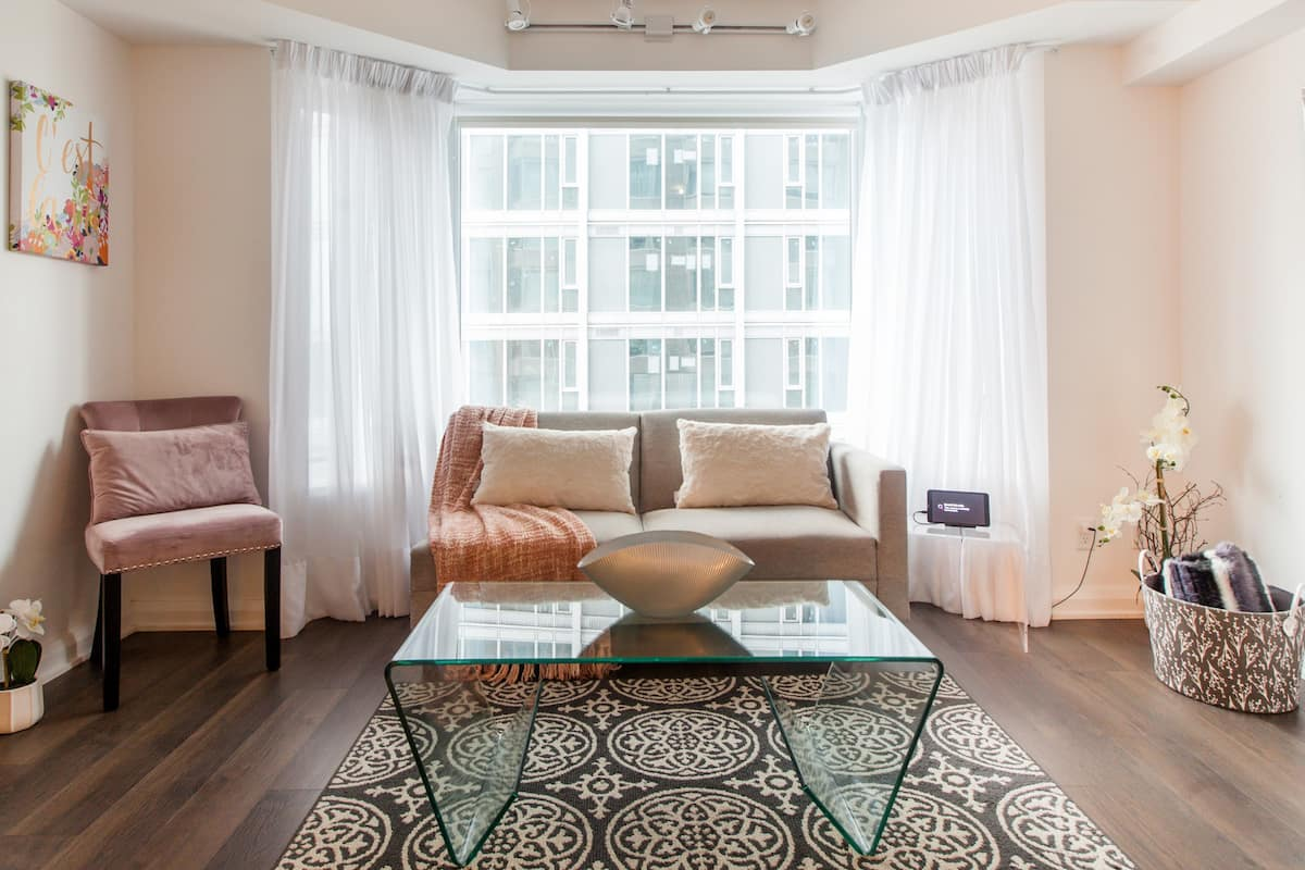 Soft, Romantic Vibes at a City Pad in Prestigious Yorkville