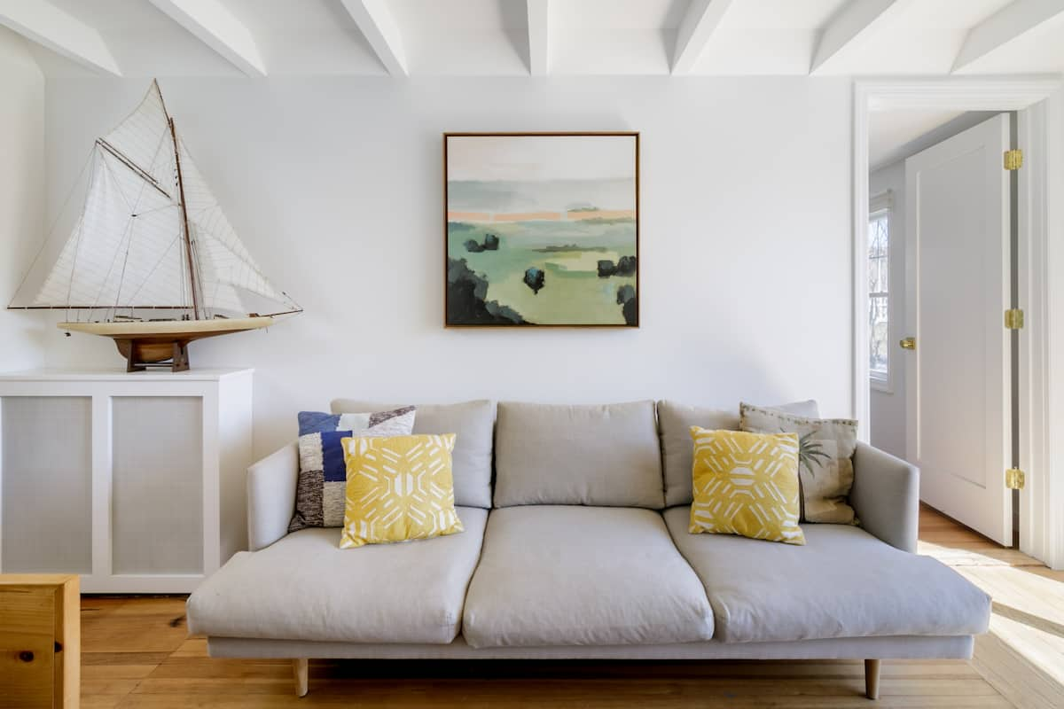 Bright & Tidy Montauk Cottage near Sole East. Walk to Beach.