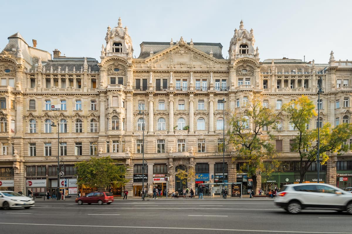 Elisabeth Deco Suite next to the Danube Shore & Shopping Street in the Downtown