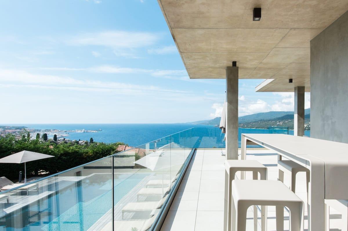 Maison d'architecte vue mer piscine chauffée