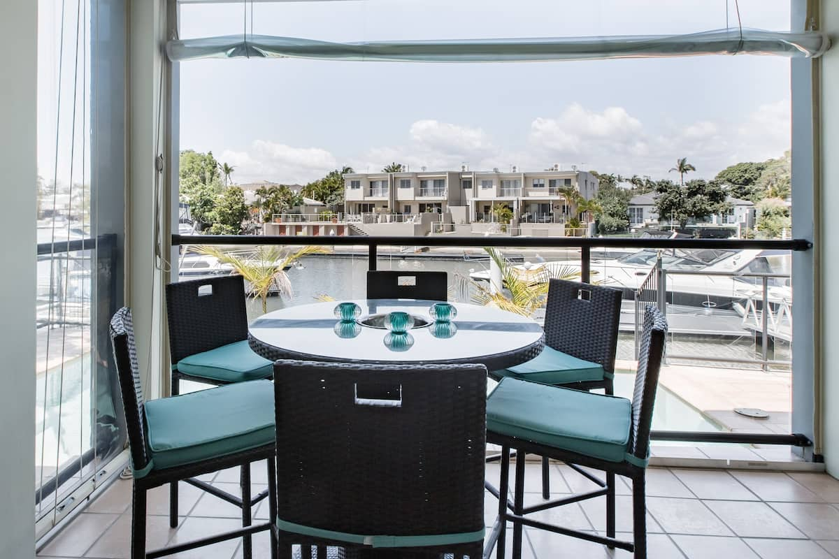 Gold Cost Surfers Paradise Luxury Canal Retreat