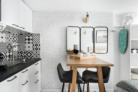Stroll to Local Bakeries from a Cozy Boho Studio