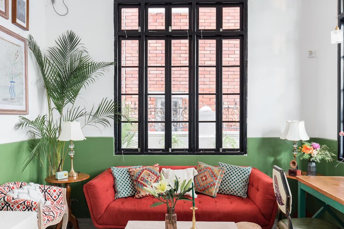 在东山口带露天阳台且充满南洋风情的三层别墅
