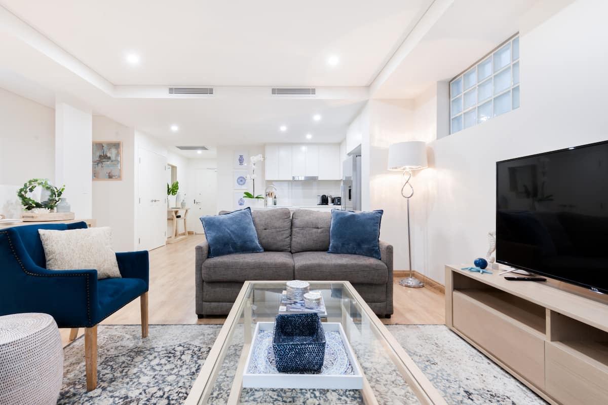 Stroll to Coogee Beach from a Modern Flat with Patio BBQ