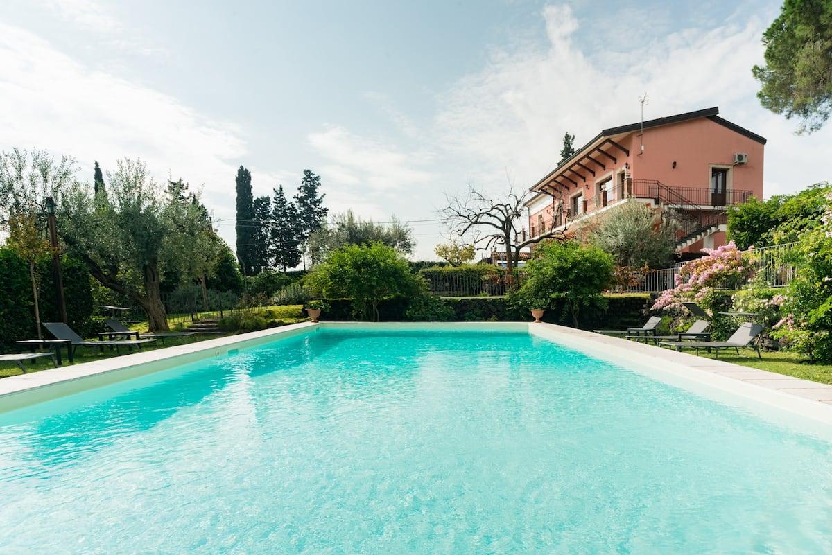 Elegant Ocean View Villa, Pool, Idyllic Grounds & Vineyard