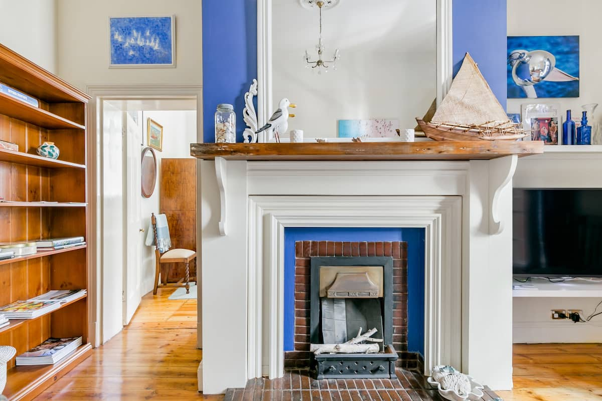 Heritage Style and Coastal Accents at a Cosy Retreat