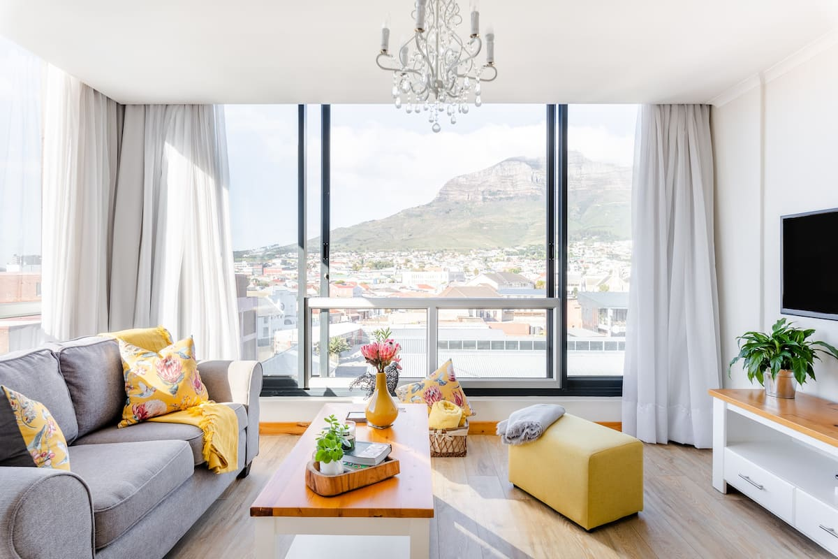 Renovated Woodstock Gem Overlooking Table Mountain