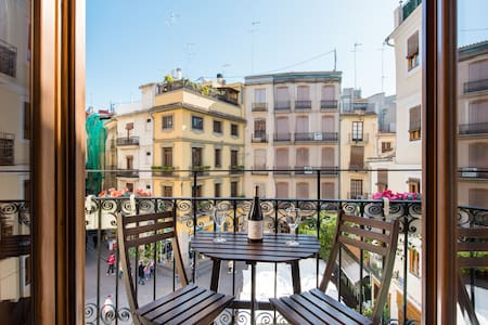 Sunny, New Home Overlooking Vibrant Plaza in Ciutat Vella