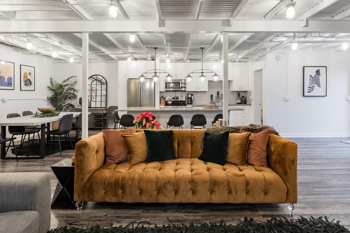 Industrial Chic Home Perfect for Entertaining, Minutes to Downtown