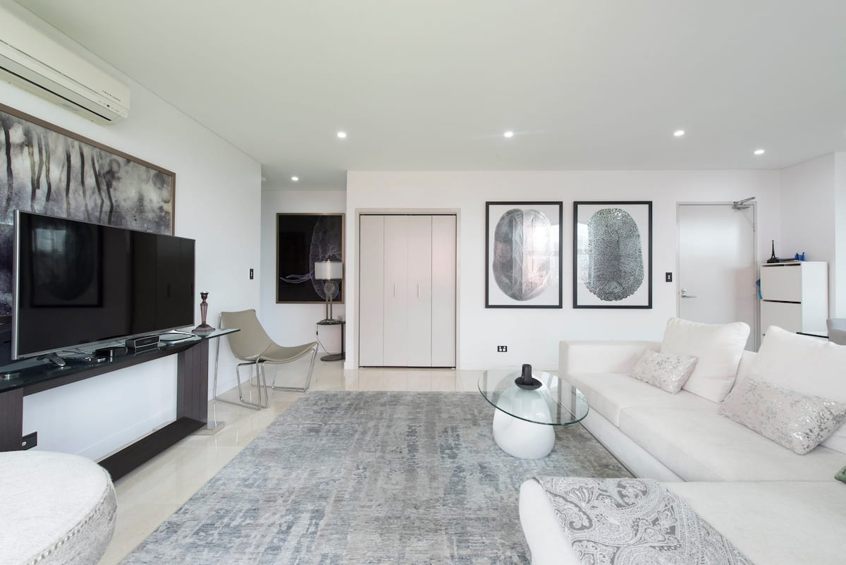 Master Suite in Stunning CBD Penthouse with Fireworks Views