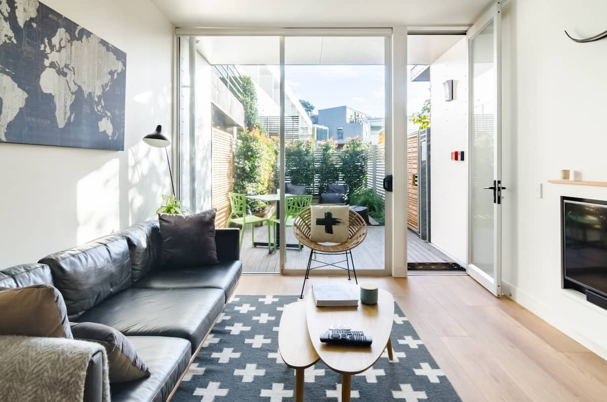 Sunny Urban Sanctuary, Quiet Yet Central with Heat-pump