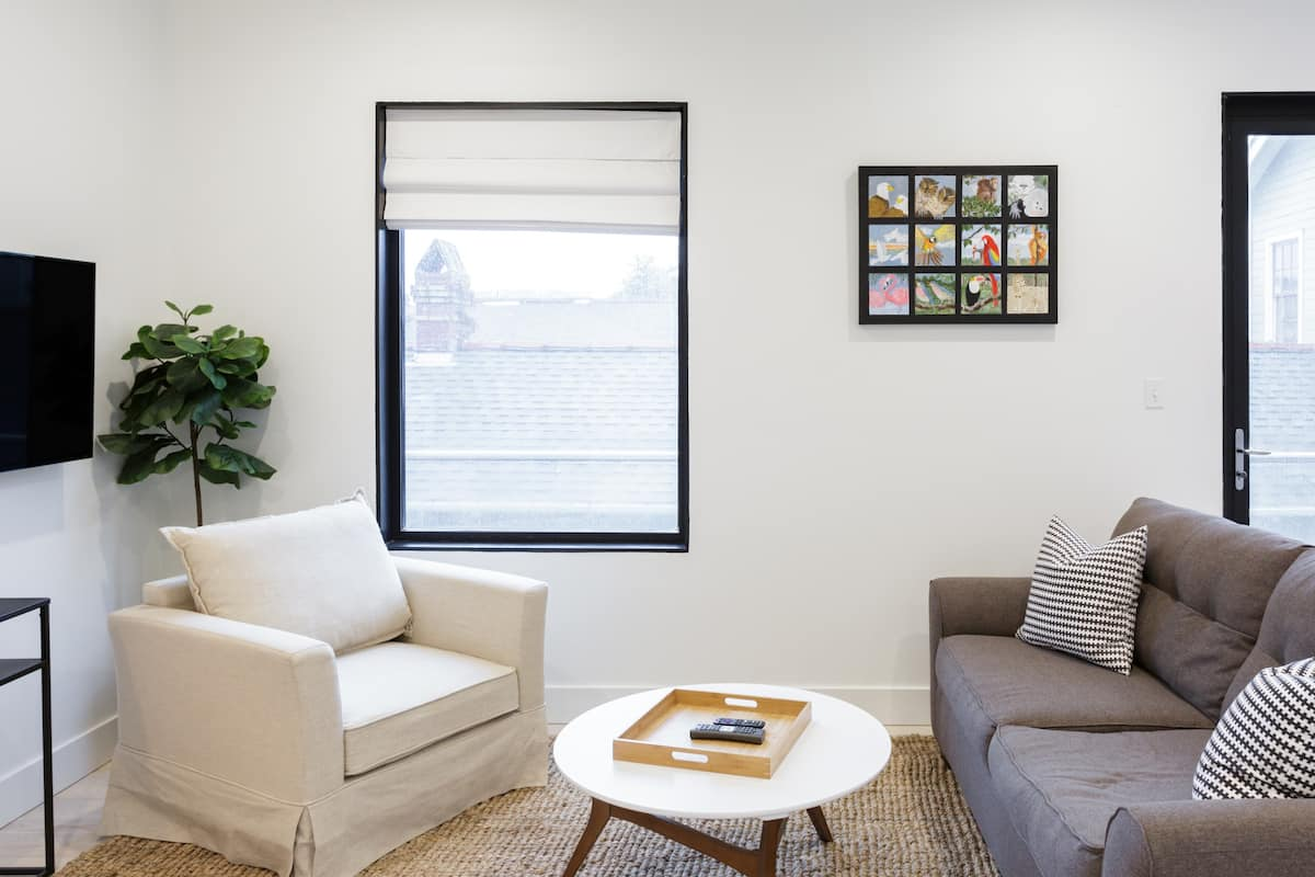 Lower Garden District Apartment with Balcony Views