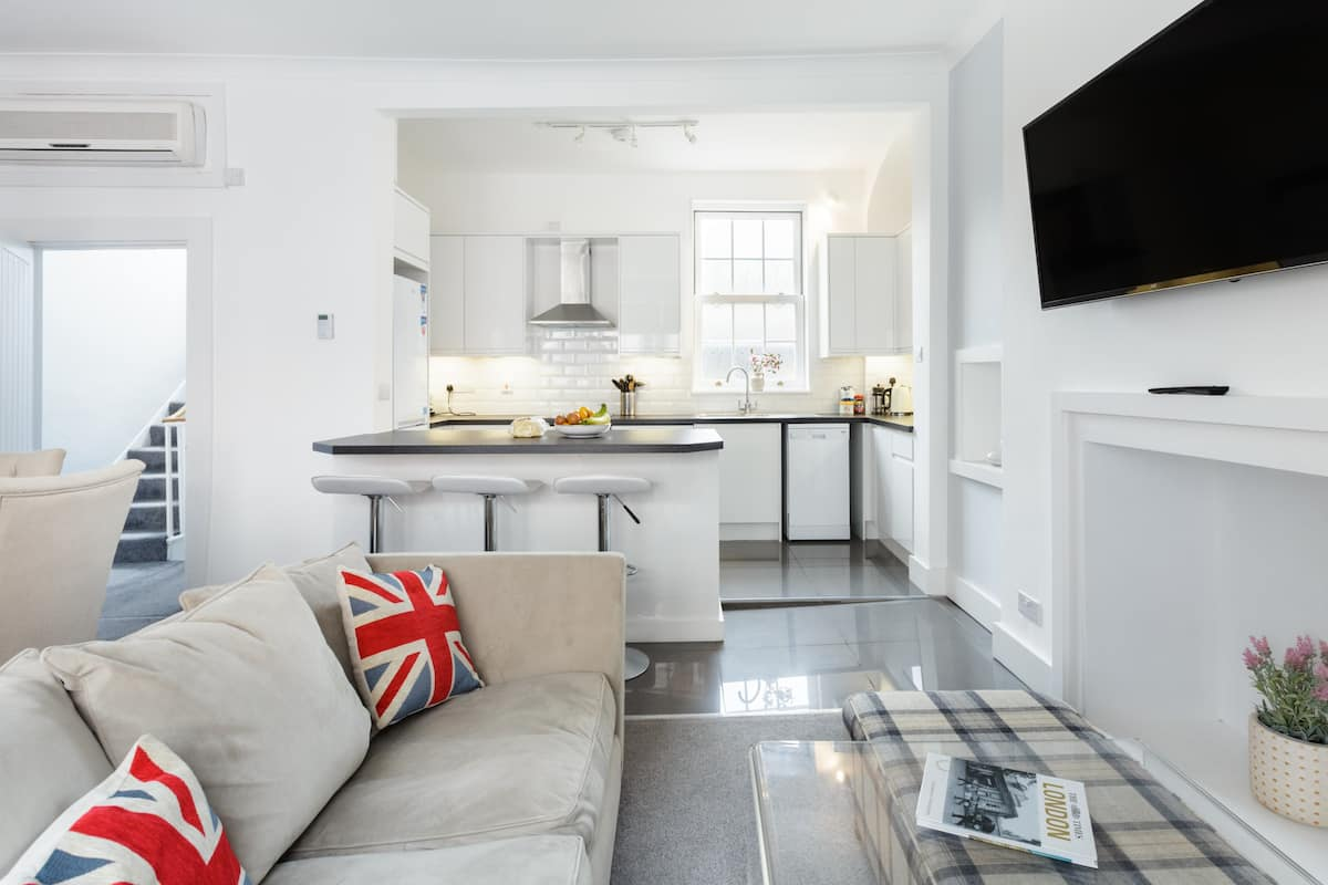 Walk to Windsor Castle from a Charming Period Townhouse