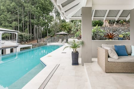 Pallis Hills Queenslander with Elegant Apartment in Myocum