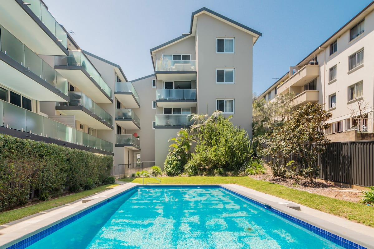 Stylish Apartment with a BBQ and Pool Close to Bondi Beach