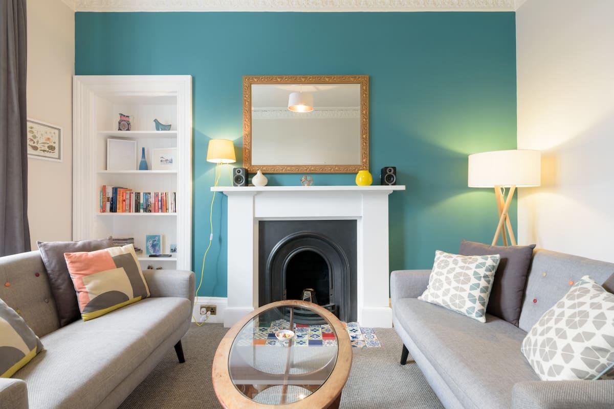 Vibrant Apartment Close to Edinburgh Castle