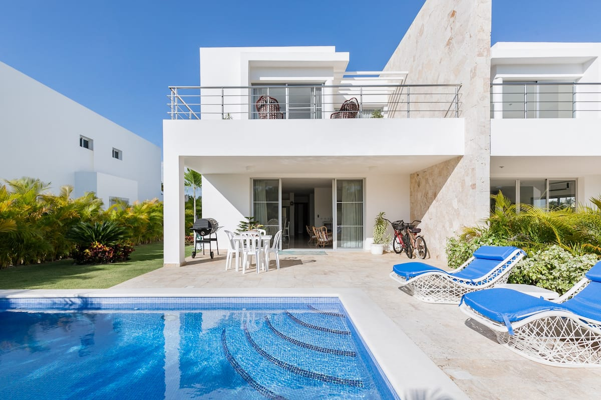 Modern Beach & Golf Villa in Playa Nueva Romana