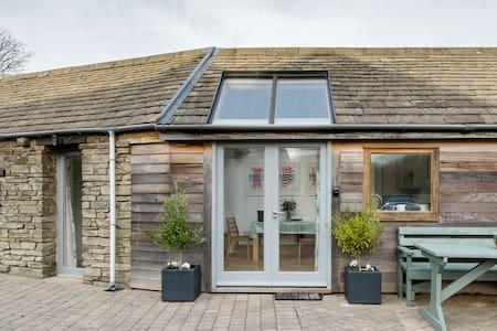 Cosy Studio Cottage near Cornish Beach