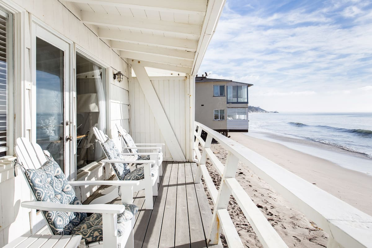 Malibu Carbon Beach Oceanfront Bungalow Twelve