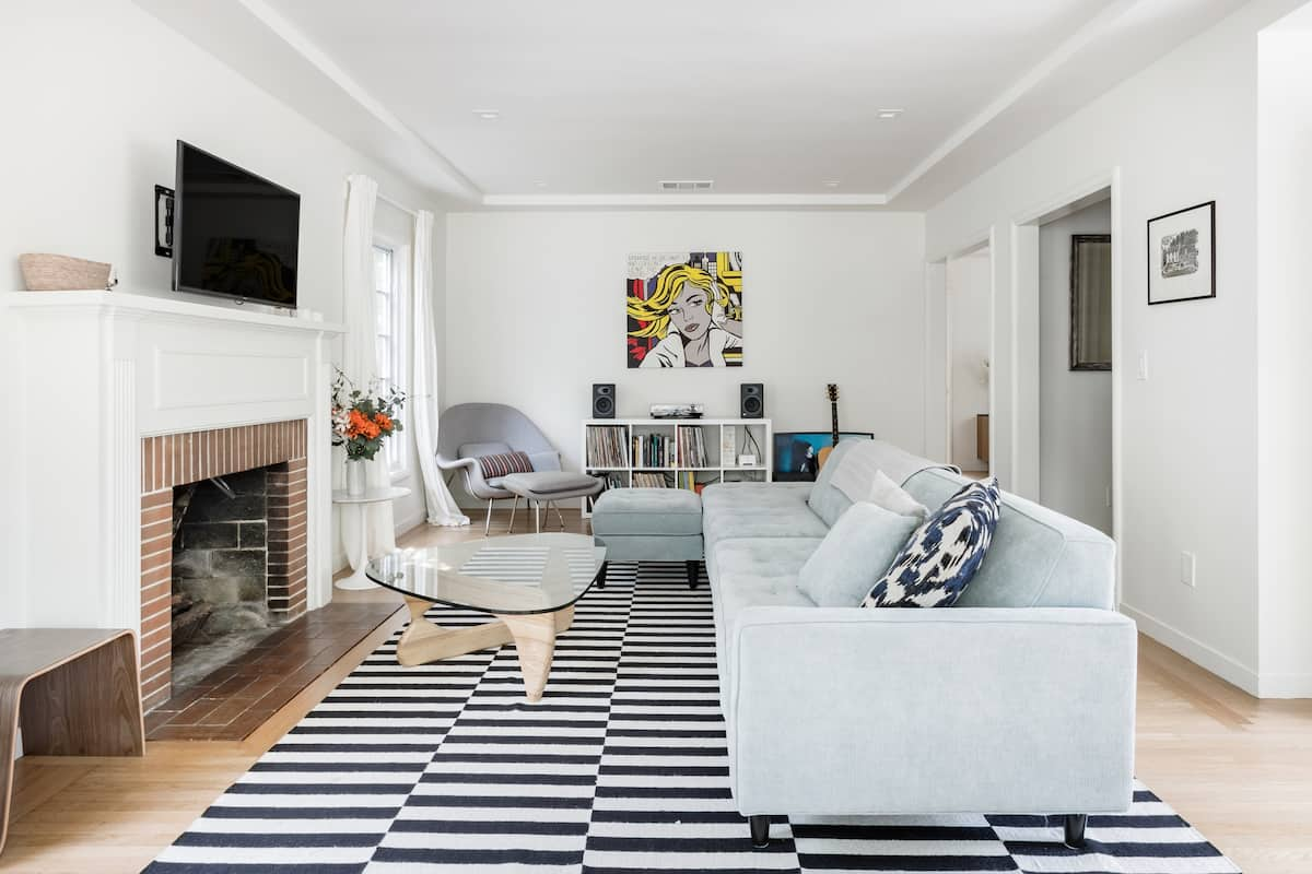 Soak up the Mid-Century Modern Vibe at an Airy Abode