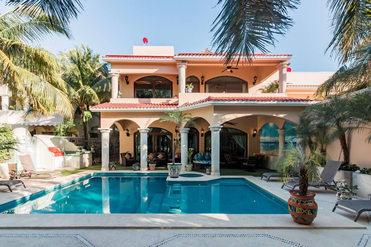 Dale a tus vacaciones un toque de grandiosidad quedándote en Villa Gran Orquídea
