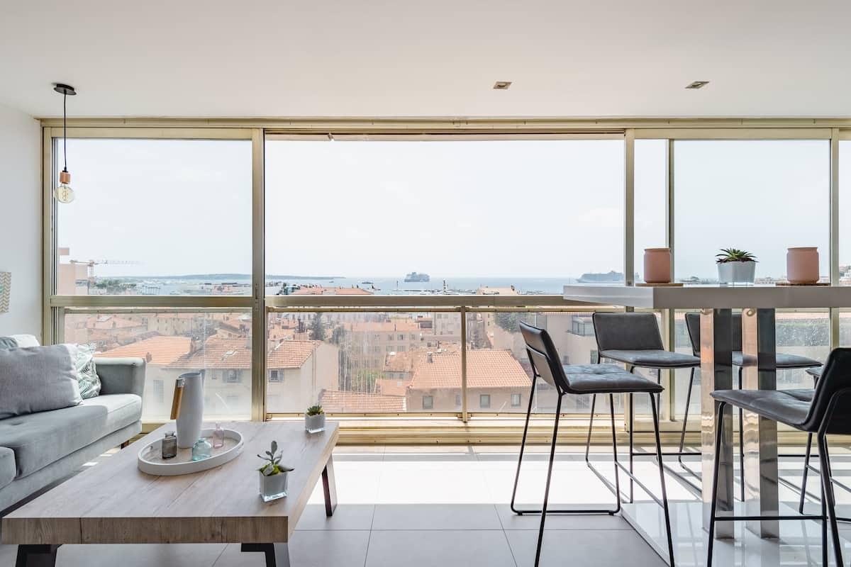 Admire Panoramic Ocean Views Through Walls of Windows