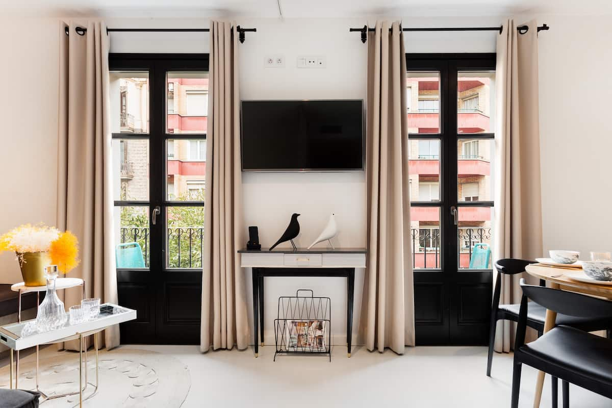 Redesigned Apartment with Exclusive Rooftop Terrace