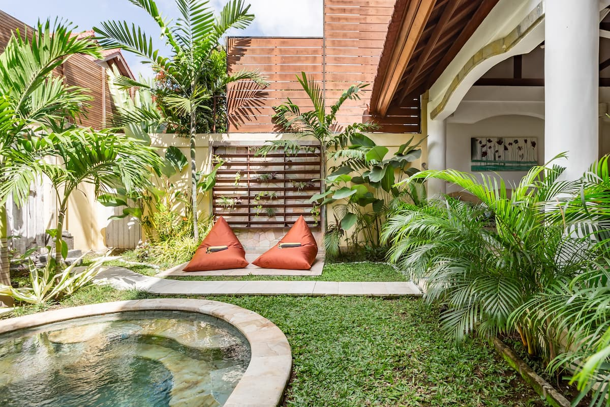 Cool Off in an Indonesian-Style Villa's Dipping Pool