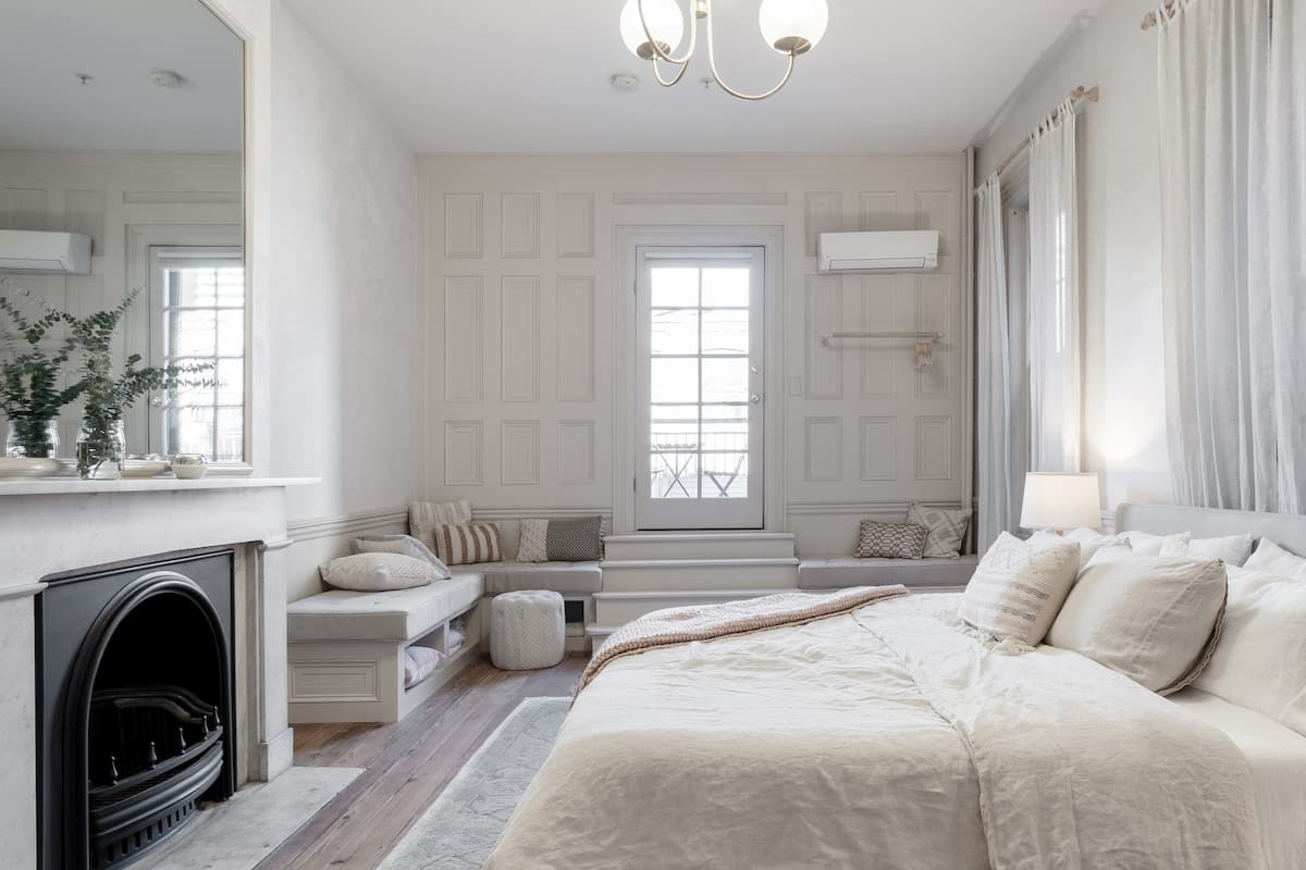 Old World Charm in Rittenhouse Square Apartment