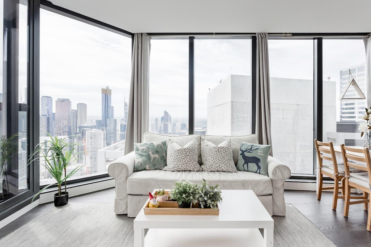 Marvel at 180-Degree City Views at a Top-Floor Urban Haven