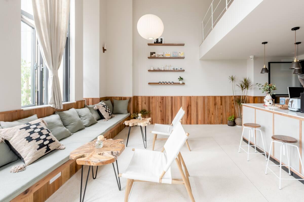 观音桥商圈-设计师白色的英式loft双大床享受共享电影