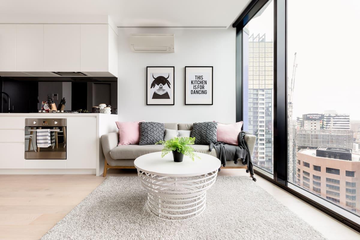 18 入住盛夏拾光,一房一厅位于墨尔本市中心高层摩登公寓