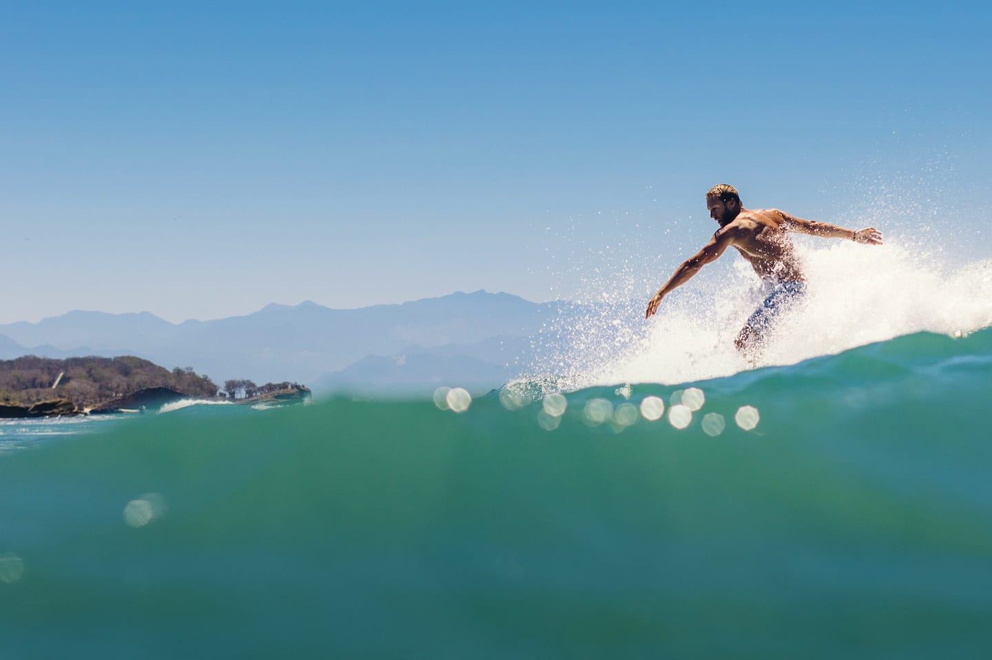 Surfing experiences%{line_break}and more in Los Ángeles