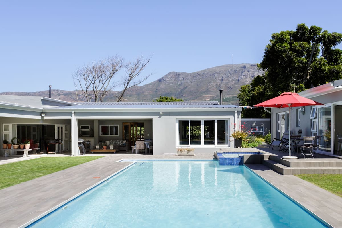 Gorgeous Poolside Garden Suite in the Constantia Winelands
