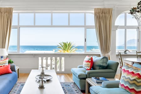 Kalk Bay Apartment with Harbour Views