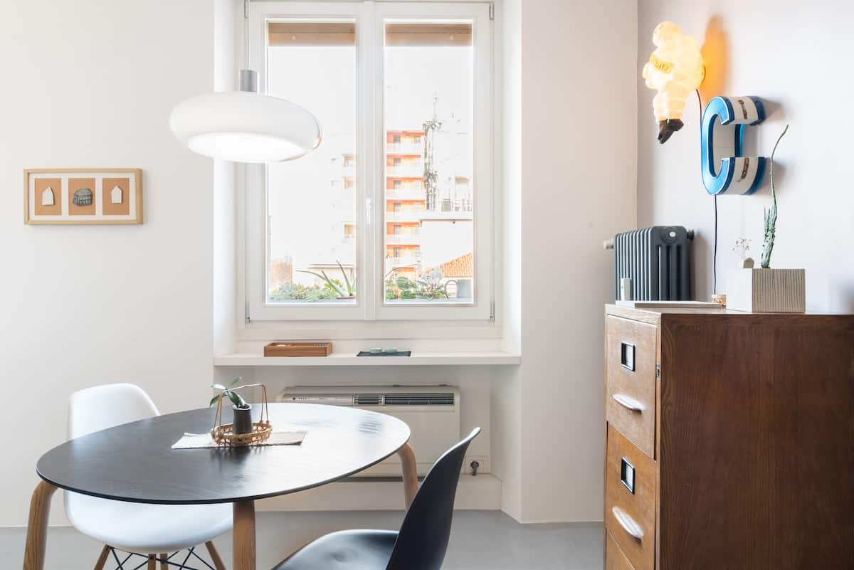 Radiant, Scandi-Style Apartment near the Isola District