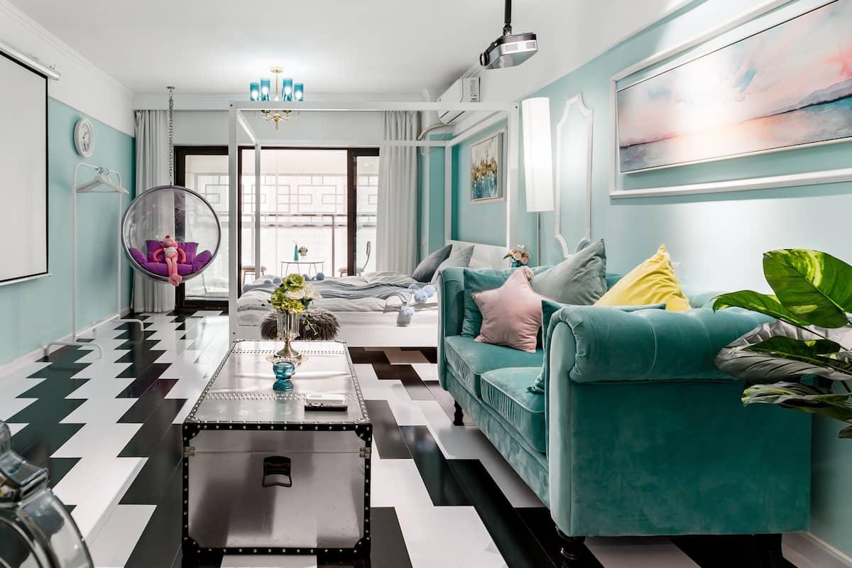 l近汉街中南武大商圈带巨屏投影仪的浪漫整套一居室