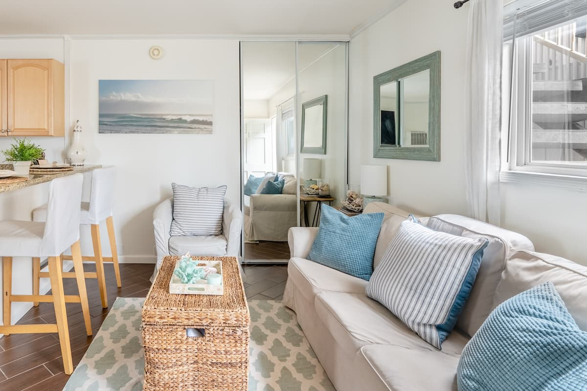 Dialed-In Condo 100 Meters from Mission Beach Bay