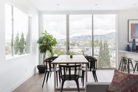 Exquisite Views from a Contemporary Home in Silver Lake