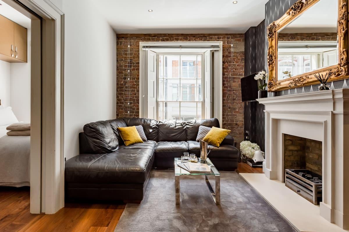 Stunning, Opulent Apartment in Mayfair