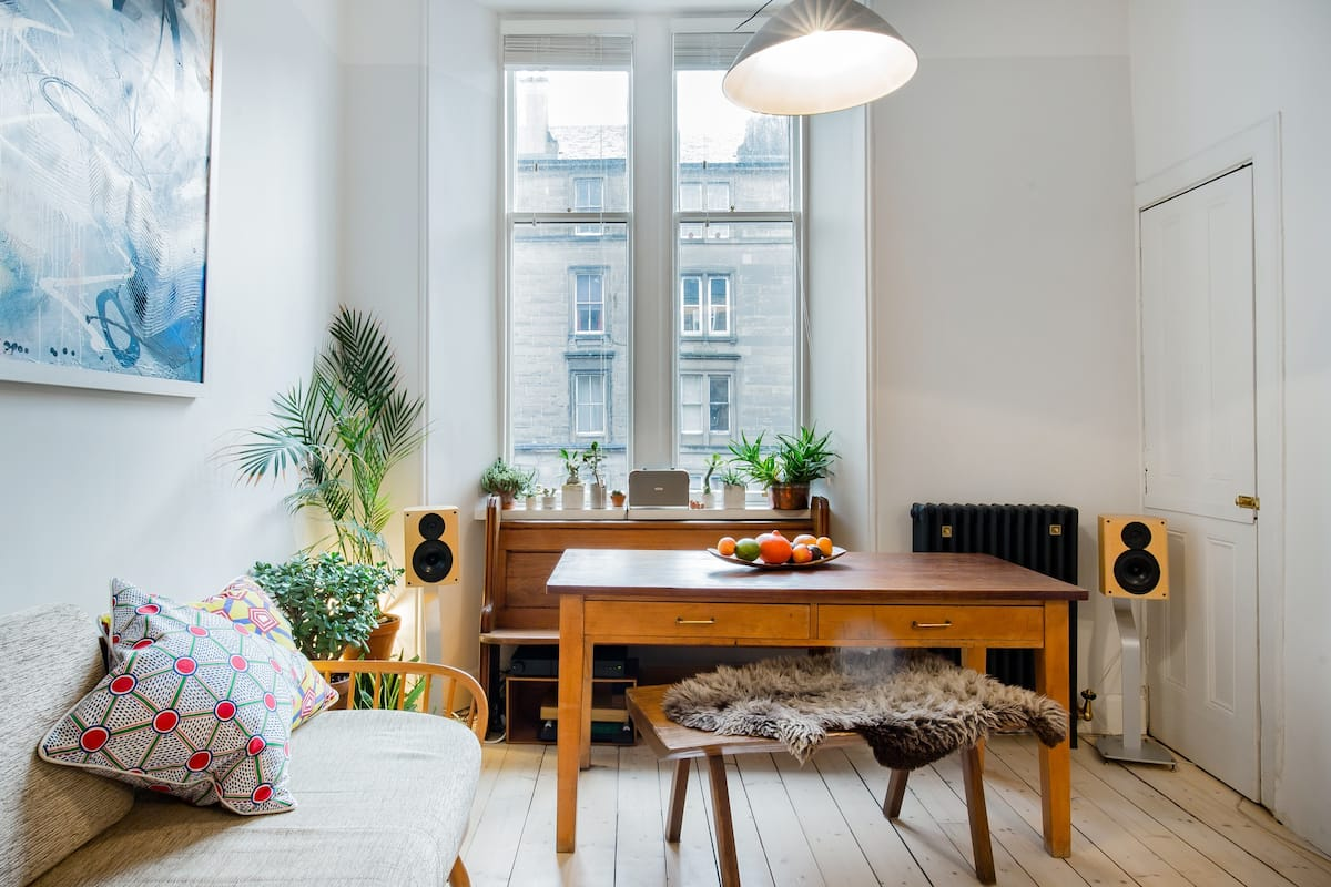 Spacious Contemporary Apartment near the Old Town