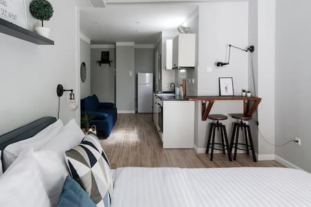 Chic and Minimal Studio Apartment Near Local Restaurants